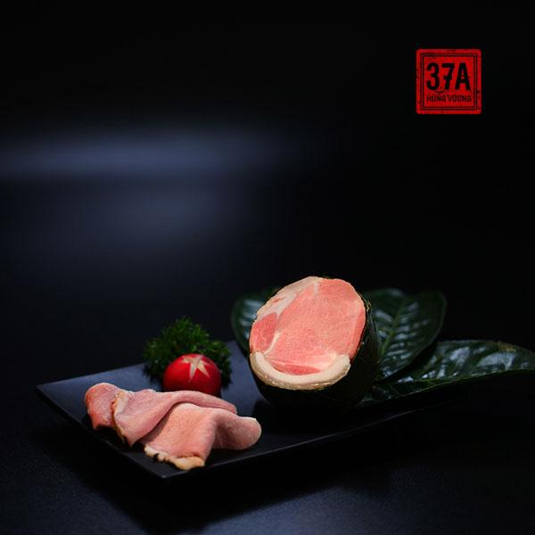 Thịt Đầu rồng (phần thịt nối giữa thịt mông và thịt thăn) xông trà xanh cổ thụ